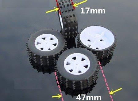 Koło 47x17mm - do robotów i pojazdów DIY - czarna opona z kolcami i białą felgą