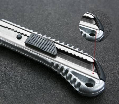 Nożyk uniwersalny, metalowy - z wysuwanym ostrzem 18mm - nóż do tapet papieru